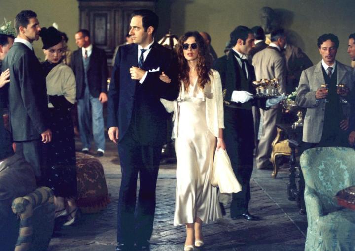 Neri Marcorè et Vanessa Incontrada dans une scène du film Un Cœur ailleurs