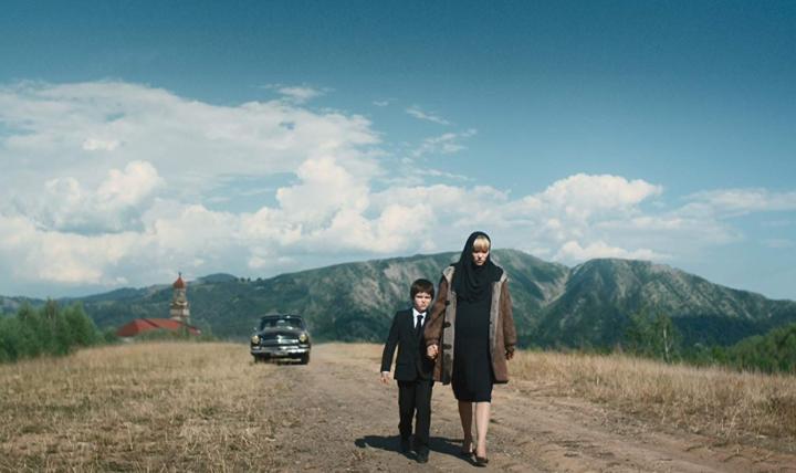 Léa Seydoux et Artemiy Spiridonov dans le film Kursk